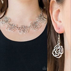 ❤️Budding Beauty Necklace Set